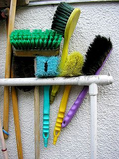 Different styles of cleaning brushes.