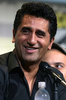 Cliff Curtis s 2019 Brun/ Svart hår & alternativ hårstil.