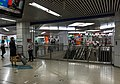 Clockwise platform and south concourse of L10 Huixinxijienankou Station (20170919131834).jpg