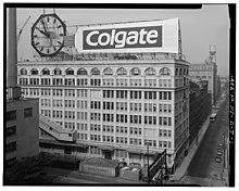 220px-Colgate_Clock_in_situ.jpg