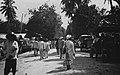 Collectie NMvWereldculturen, TM-60020575, Foto- 'Straatgezicht bij de markt en het busstation in Panjaboengan', fotograaf onbekend, 1926.jpg