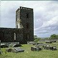 Collectie Nationaal Museum van Wereldculturen TM-20030073 Oude graven en ruines van de uit 1774 daterende Nederlands Hervormde Kerk Sint Eustatius Boy Lawson (Fotograaf).jpg