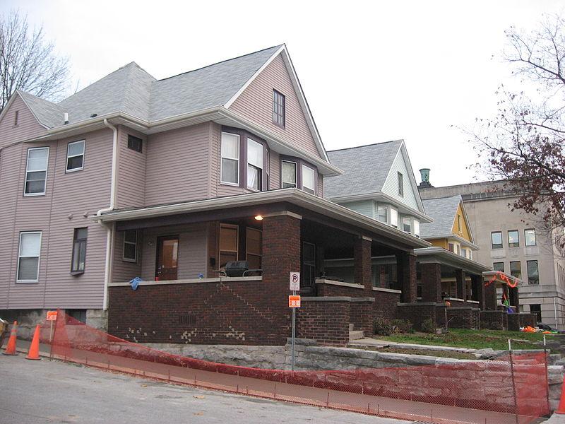 File:College Avenue North 324-330 in Bloomington, Apartment Row.jpg