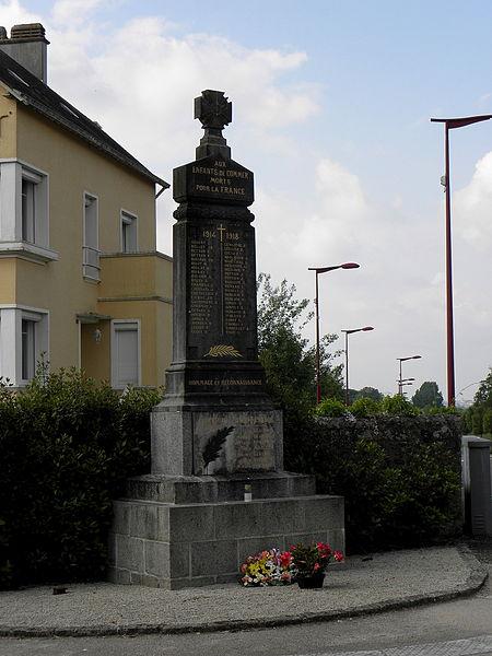 Monument aux morts de Commer (53).