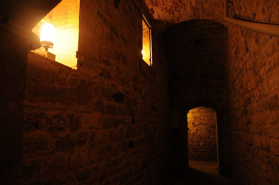 Chambre des lampes, derrière une des poudrières.  Bart hill fortifications