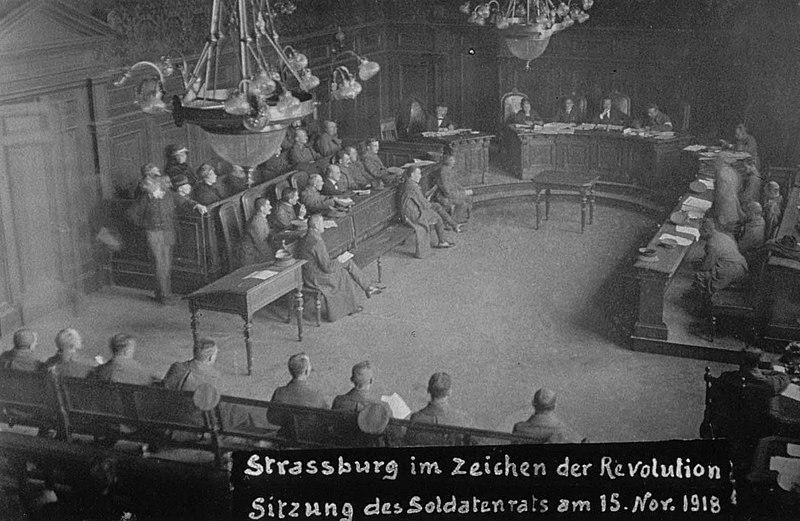 File:Conseil des soldats à Strasbourg en novembre 1918.jpg