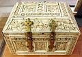 Costantinopoli, cofanetto decorato a rosette e scene mitologiche, X-XI sec. 02.JPG