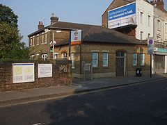 Crouch Hill stn entrance.JPG