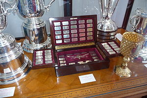 Diamond Challenge Sculls - The Diamond Challenge Sculls trophy (centre in wooden case)