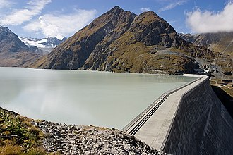 Grande Dixence Dam - The Grande Dixence Dam in 2004, facing west and Mont Blava
