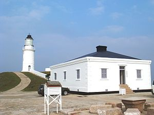 Dongquan Lighthouse - Dongquan Lighthouse and the Musenm at right