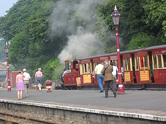 Isle of Man Railway - Boarding, Douglas railway station (2008)