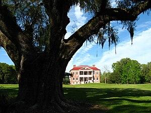 Drayton Hall - Image: Drayton Hall plantation house distant