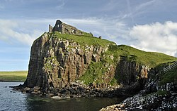 Duntulm Castle and cliff.jpg