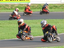 mini motos sur circuit