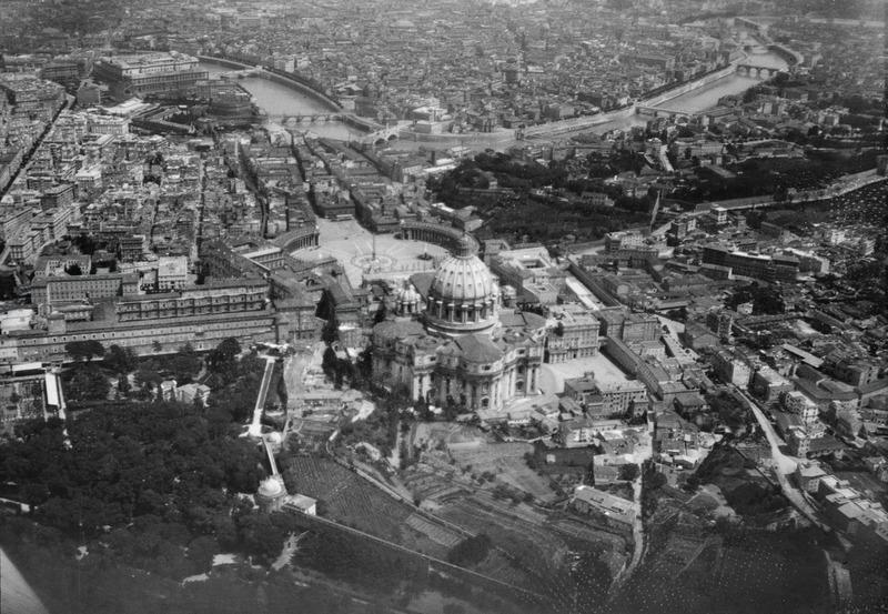 File:ETH-BIB-Rom (Peterskirche) aus 400 m Höhe-Mittelmeerflug 1928-LBS MH02-04-0150.tif