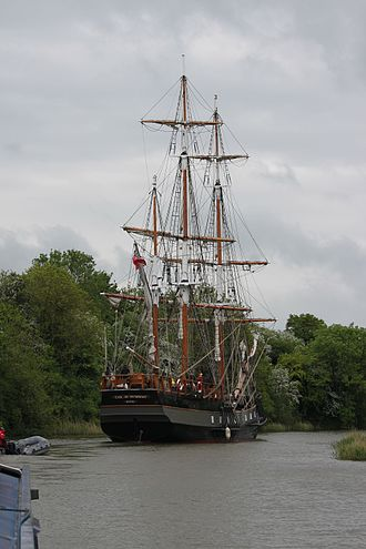 Earl of Pembroke (tall ship) - Image: Earl of Pembroke on the Gloucester and Sharpness Canal 08