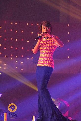 Efya - Efya performing at an event