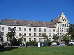 http://upload.wikimedia.org/wikipedia/commons/thumb/3/3d/Engels-gymn-rdorf.jpg/250px-Engels-gymn-rdorf.jpg