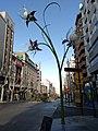 Farolas con forma de flores en Jaén. Obra del escultor José Ríos. 01.jpg