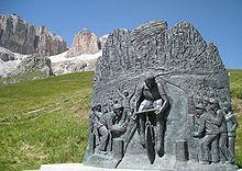 Monumento in onore di Fausto Coppi sul Passo Pordoi.