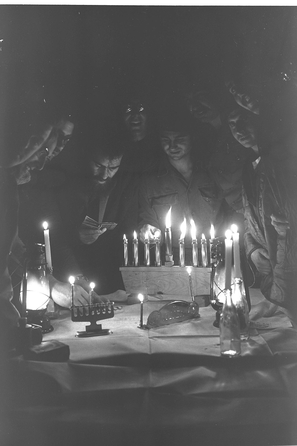 Flickr - Government Press Office (GPO) - soldiers lighting the Hanuka candles during Yom Kippur war