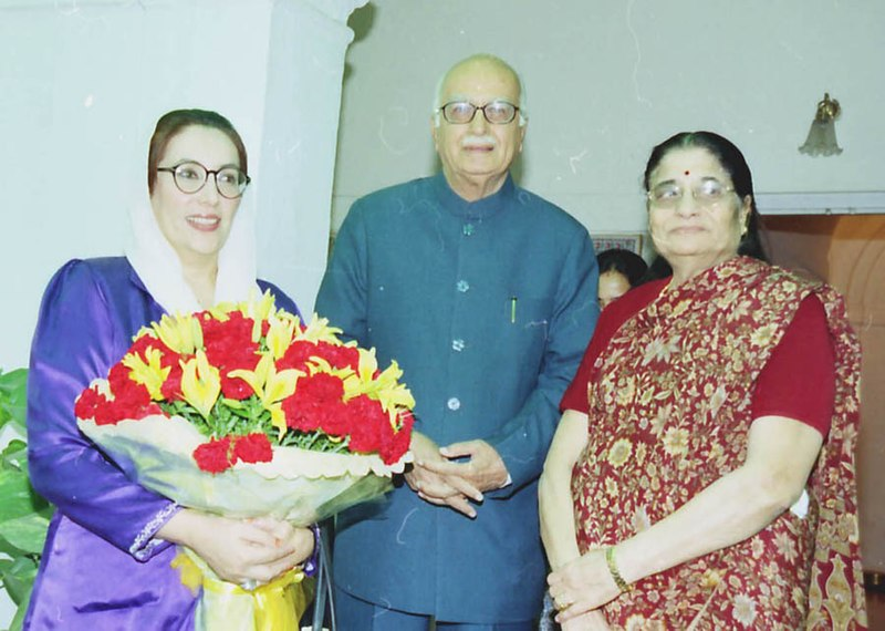 File:Former Prime Minister of Pakistan Ms. Benazir Bhutto calls on the Deputy Prime Minister Shri L.K. Advani in New Delhi on December 12, 2003.jpg