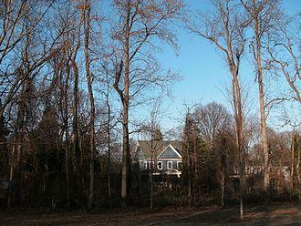 Fort Hunt, Virginia - Houses along Fort Hunt Rd., seen from Fort Hunt Park