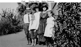 Fred Gipson - Fred (In hat) and siblings
