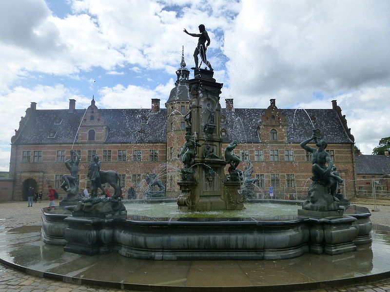 Frederiksborg Castle - fountain.jpg