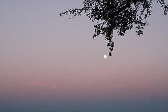 Belt of Venus - Image: Full moon rising near Linz, Austria