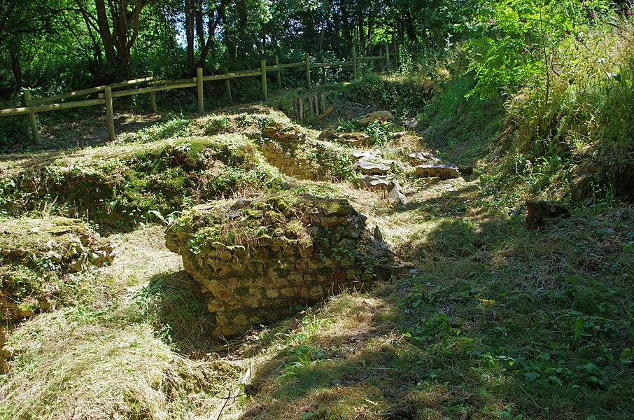 Amphithéâtre Gallo-Romain de Gennes (Maine-et-Loire).  C'est un demi amphithéâtre adossé à la colline de Mazerolles au sud du bourg de Gennes. Des fouilles récentes montrent que cet amphithéâtre construit à la fin du pemier siècle fut utilisé jusqu'au début du troisième siècle (comme l'indique les éléments mobiliers, monnaies et poteries, retrouvés).   La cavea* est uniquement constituée de la pente du coteau.   Restes des importantes fondations (1,5 m de large) du mur de façade qui entourait la cavea.   Cavea: Dans un amphithéâtre romain c'est la partie formée par les rangées de gradins où s'asseyaient les spectateurs.  Amphitheatre Gallo-Romain of Gennes (Maine-et-Loire).  This is a semi amphitheater backs onto the hill of Mazerolles south of the town of Gennes. Recent excavations indicate that this amphitheater built in the late 1st century was used until the early third century (as indicated movable Elements, coins and pottery, find yourself).  The cavea* is only constituted the slope of the hillside.  Ruins of major foundations (1.5 m wide) of the front wall standing all round the cavea.    Cavea: In a Roman amphitheater is the area formed by the rows of bleachers where spectators sat.