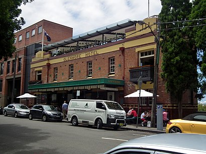 How to get to Glenmore Hotel in The Rocks (Sydney) by Train