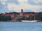 Gorch Fock II liegt an der Pier vor der Marineschule Mürwik (Flensburg).jpg
