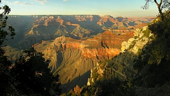 English: view into Grand Canyon from South Rim...