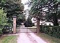 Grille d'entrée du château de Milliassière à Succieu.jpg