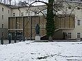 Grosse Universitätsaula und Schillerdenkmal, Salzburg (2).jpg