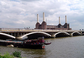Grosvenor Bridge avec Battersea Power Station en fond.
