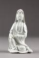 Guanyin barmhärtighetens gudinna gjord av porslin i Kina på 1600-talet - Hallwylska museet - 95576.tif