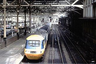 British Rail Classes 253, 254 and 255 - Image: HST 254 017 Edinburgh Waverley !978 (23797146748)