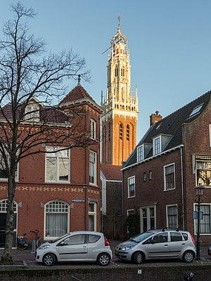 Bakenesserkerk - Image: Haarlem, de toren van de Bakenesserkerk RM19811 met de Spaarne op de voorgrond foto 3 2015 01 04 15.57