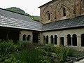 Hautes-Alpes Abbaye Boscodon Cloitre Jardin - panoramio.jpg