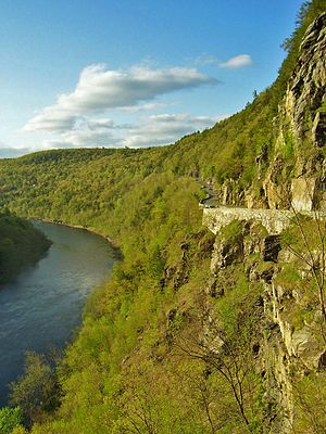 Corniche - This corniche, known as the Hawk's Nest, carries New York State Route 97 above the Delaware River.