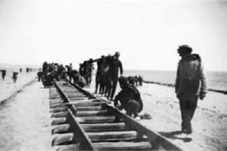 Hejaz - Workers laying tracks for the Hejaz Railway near Tabuk, 1906