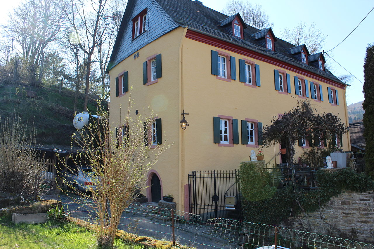 Histor. Pfarrhaus Antweiler.jpg