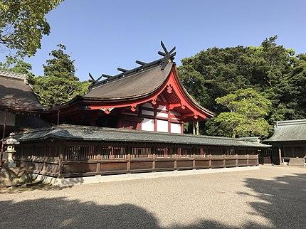 上:宗像大社辺津宮の本殿/下:赤間宿