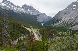 Icefields Parkway from the north side of Parker Ridge.jpg