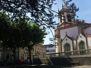 Senhora das Dores Church - Some of church's chapels as seen from Senhor do Monte street.
