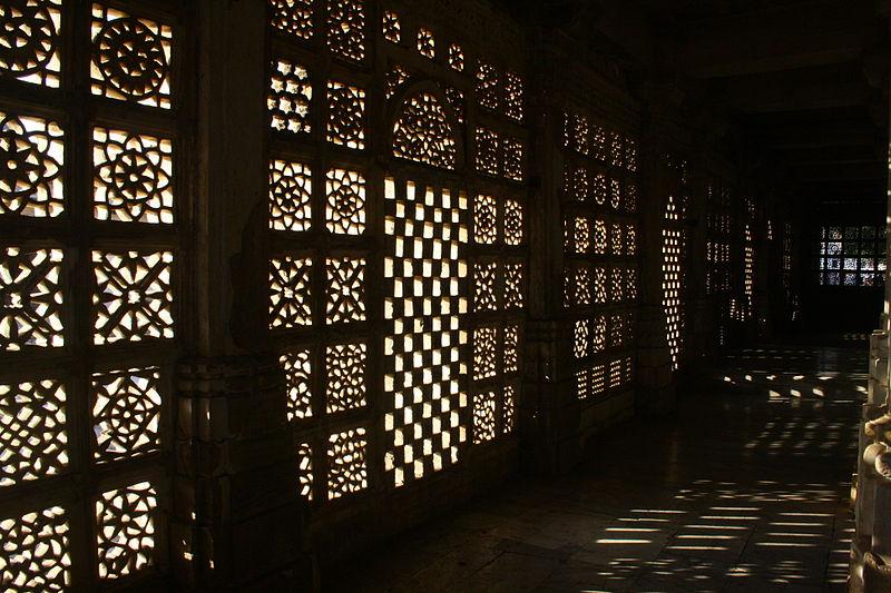 File:Jaali at Sarkhej Roza.JPG
