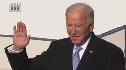Ficheiro:Joe Biden takes the presidential oath of office.webm